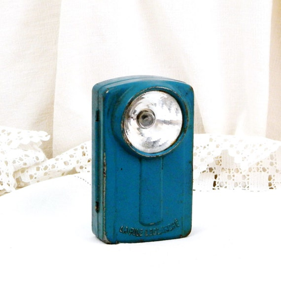 """Vintage French Blue Metal Flashlight made by """"La Pile Leclanche, Retro Torch Upcyled Lighting Worn Patina from France, Industrial Home Decor"""