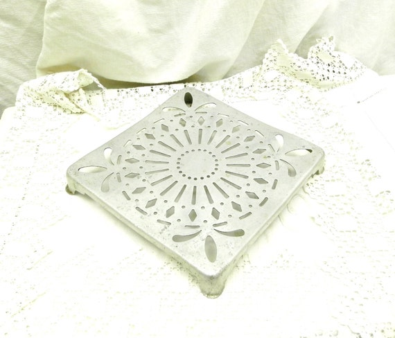 Vintage French  White Metal Trivet / Hot Plate / Heat Mat / French Country Farmhouse Cottage Kitchenware Decor, Kitchenalia from France