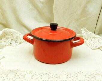Petit Vintage émail rouge vif Pan / cuisine Pot et couvercle / oranges et bleus / ustensiles de cuisine / Français décor rustique / Home Decor / cocotte