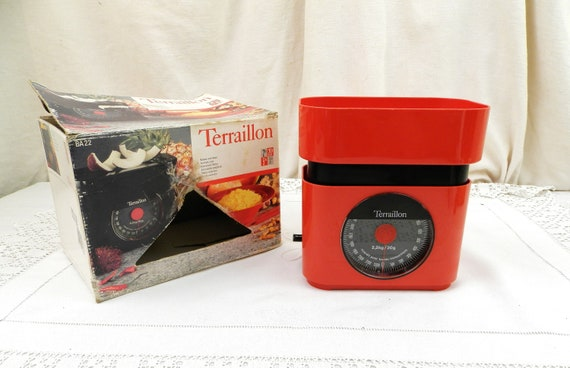 Vintage Terraillon 2 kg Automatic Weighing Scales in Bright Red, Retro 1980s Kitchenware from France, Baking Accessory, Kitchen Decor