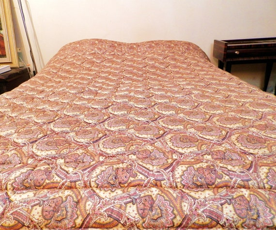 Large Antique French Paisley Quilted Bed Cover in Excellent Condition, 19th Century Cotton Floral Pattern Woolen Eiderdown Quilt from France