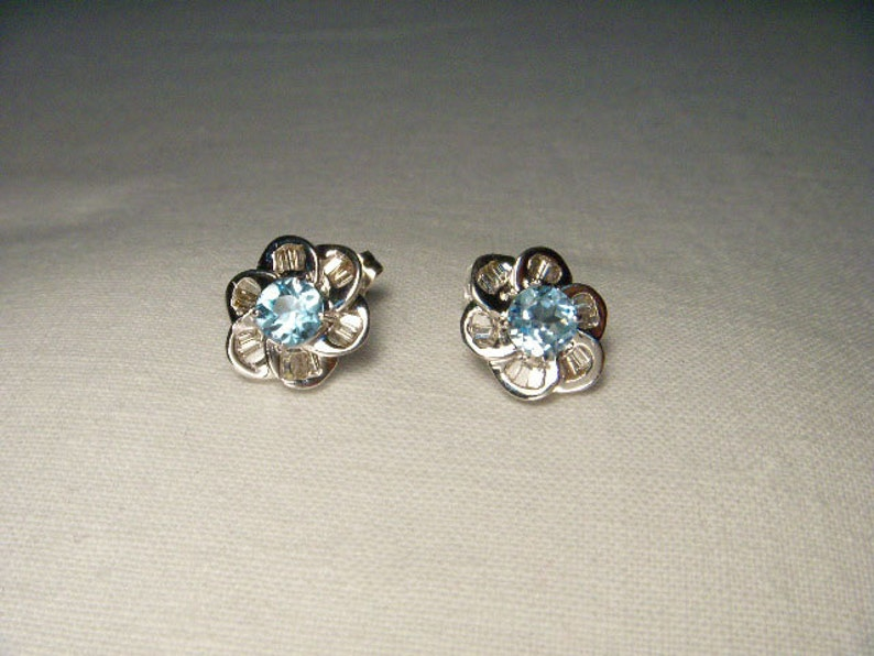 c3eb4e57ef45 Beautiful Estate 14K White Gold Diamond Blue Topaz Floral Stud