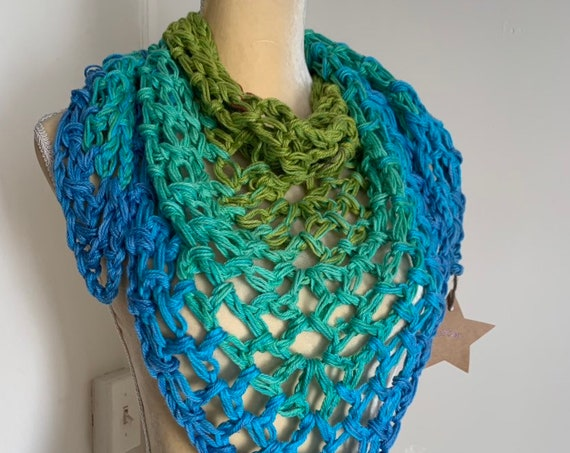 OMbre Crochet Bulky Triangle Scarf // Chunky Bandana Cowl // Cotton