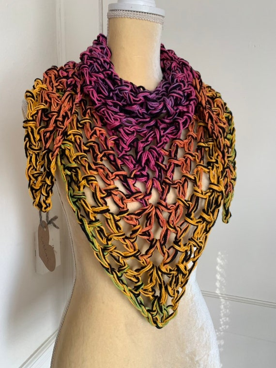 Ombre Triangle Scarf With Fringe // Chunky Bandana Cowl // Cotton