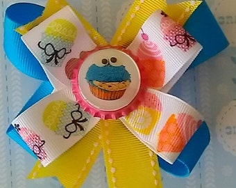 COOKIE MONSTER BOW. Cupcake hair bow. Girls hair bow. Birthday bow.