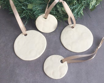 Set of 4 ceramic circle ornament for christmas tree - decorative ceramic circle to hang - holiday home decor - house warming gift for mom