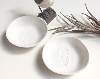 Set of 2 small jewelry dish - feather ring dish - boho ceramic jewelry holder - nature ceramic dish