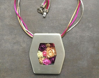 Statement paper flowers necklace - floral jewellery - bold locket necklace