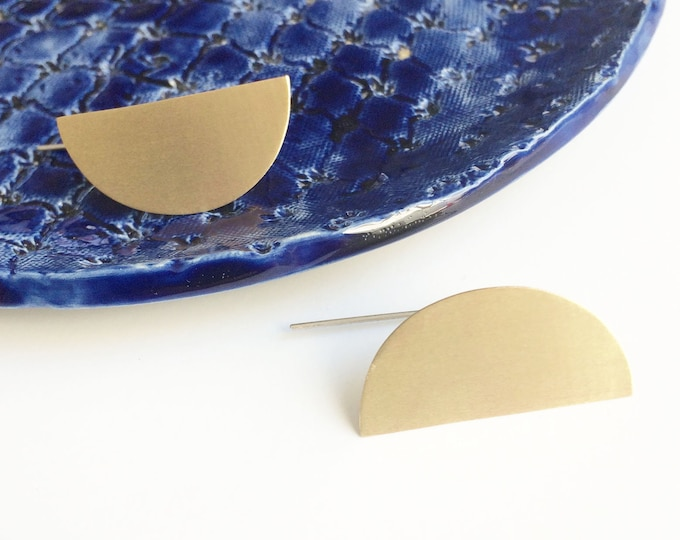 Minimalist gold half moon earrings - semicircle statement earrings - contemporary geometric jewelry - modern trendy jewelry - gift for woman