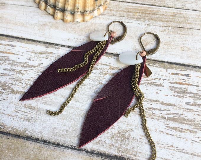 Leather feather earrings - bohemian earrings - antique brass earrings - beach jewelry - tropical vibes - gipsy earrings - gift for woman