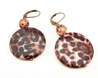 Drop and dangle earrings  animal print  - Glass beads - clip on earrings