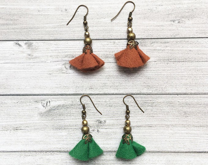 Floral Felt Earrings - dangle and drop - set of 2 earrings - brass earrings