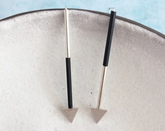 Arrow sterling silver earrings - Asymmetrical bar minimalist - black and silvery - geometric jewelry - triangle - modern and contemporary