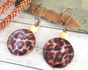 Animal print earrings - leopard pattern earrings -  glass beads brown and bege - modern leopard jewelry - drop beaded earrings -fall winter