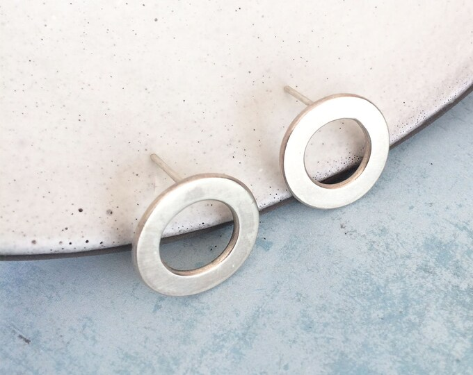 Open circle stud silver earrings - geometric earrings - simple circle earrings