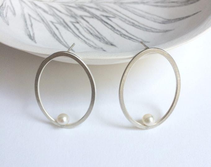 Minimal geometric pearl earrings - oval sterling silver stud earrings