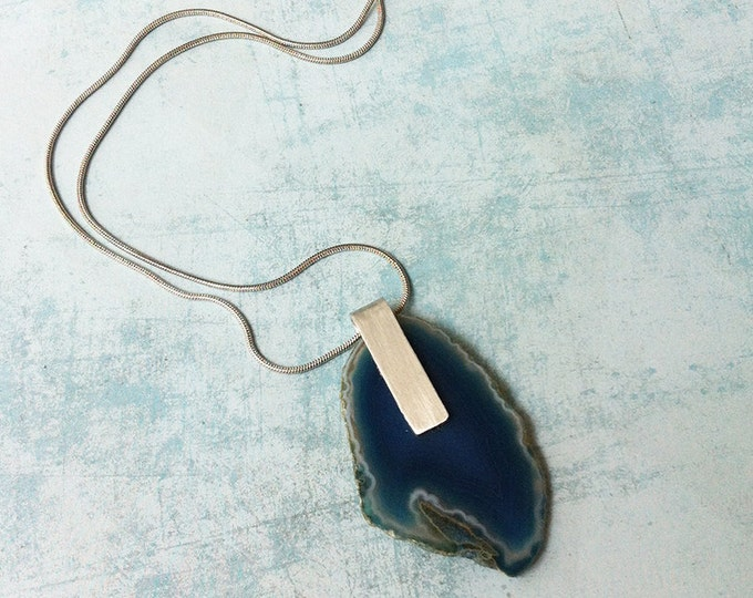 Agate slice pendant necklace - short necklace - minimalist blue stone necklace - silvery snake chain
