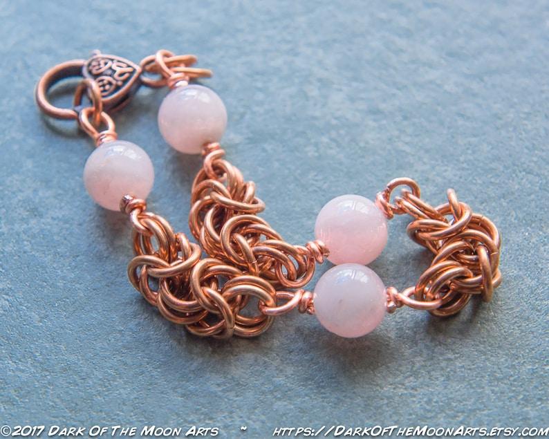 e2f4f687e96 Bracelet en Maille Byzantine chaine avec perles de Quartz Rose