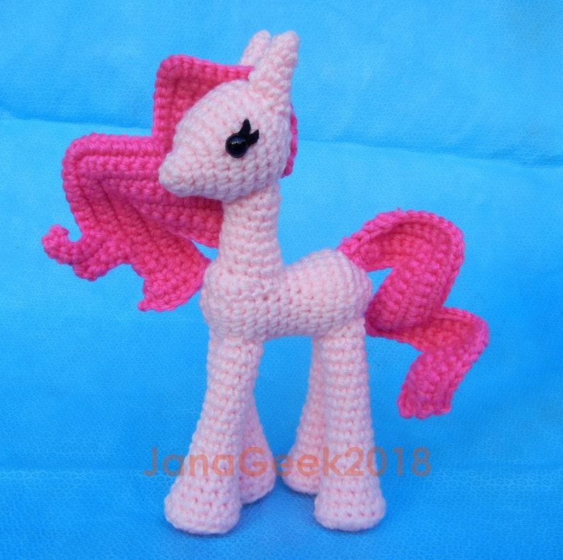 Winged unicorn pattern (free) – Amigurumi Designs by Dani | 789x794