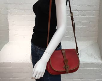 vintage dooney & bourke shoulder bag // red pebbled all weather leather // british tan trim // equestrian style DB purse