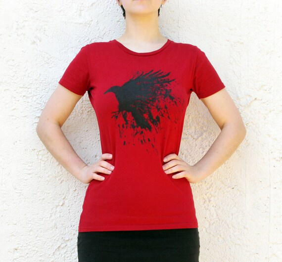 Raven T-shirt in red, Earth Positive organic fairtrade Mens tee, with Irish and Scottish proverb, raven design 'tha fios fithich agad'