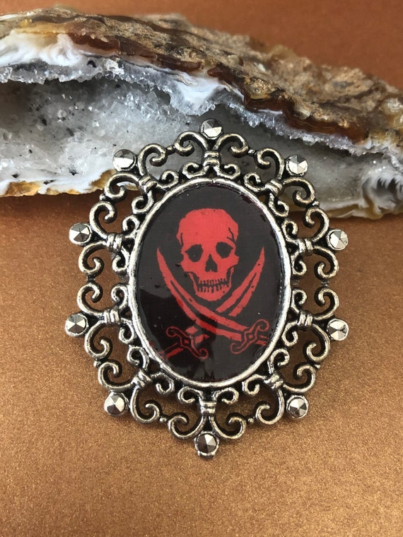 Skull Jolly Rogers Brooch Pin Red and Black