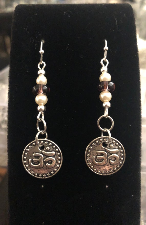 7.00 Ohm earrings Yoga Meditation Pink and Pearl