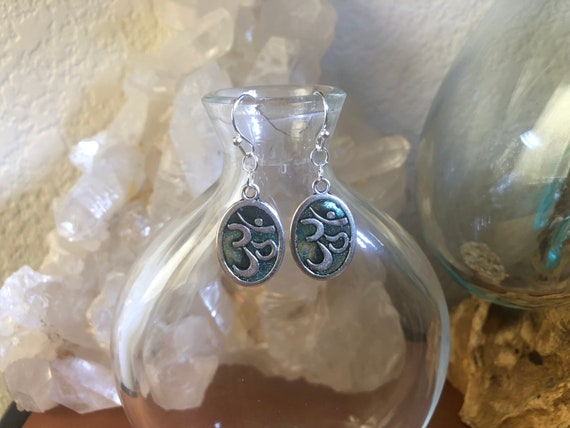 Ohm earrings Silver and Dark Green colors