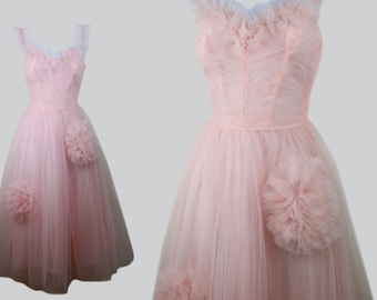 07e9d18f2d8 Vintage 1950s 50s Pink Tulle Party Prom Fit   Flare Dress w  Sweetheart  Neckline