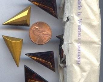 12 VINTAGE WESTERN GERMANY glass topaz 16x9mm. triangle gem jewels g245
