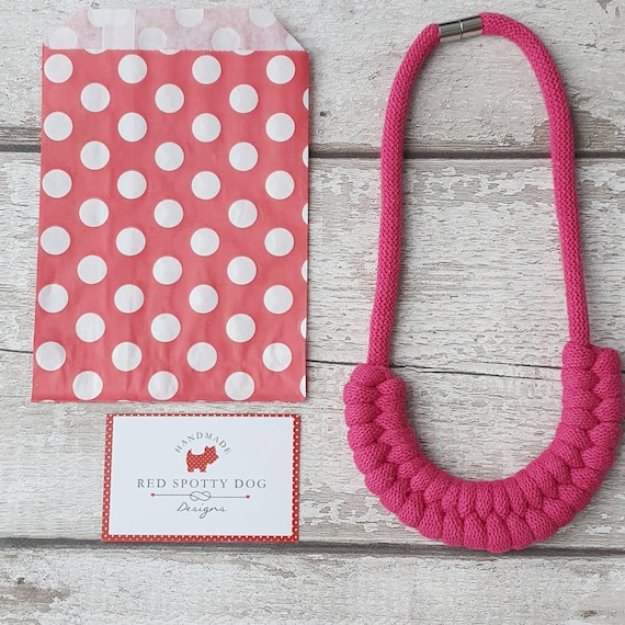 Fuchsia Jayne knotted necklace