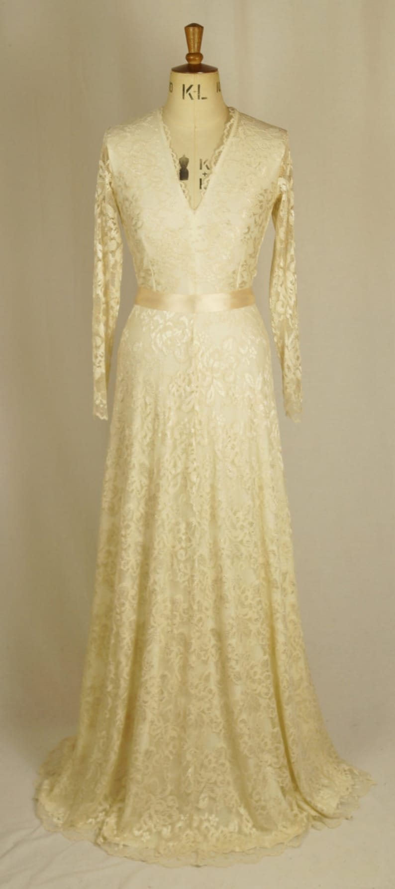 1940s Style Wedding Dresses | Classic Wedding Dresses Baylis & Knight Cream Nude Cafe Latte LACE Princess Kate Middleton Long Sleeve MAXI Flared Skirt Low Cut Ball Gown Wedding $229.46 AT vintagedancer.com