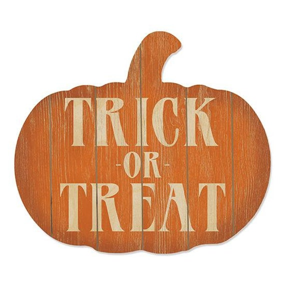 Trick or Treat wood pumpkin Sign- Pumpkin Decor- Rustic Fall Decor- Autumn Decor- Fall Gift Ideas- Farmhouse Style- Farmhouse Fall Decor