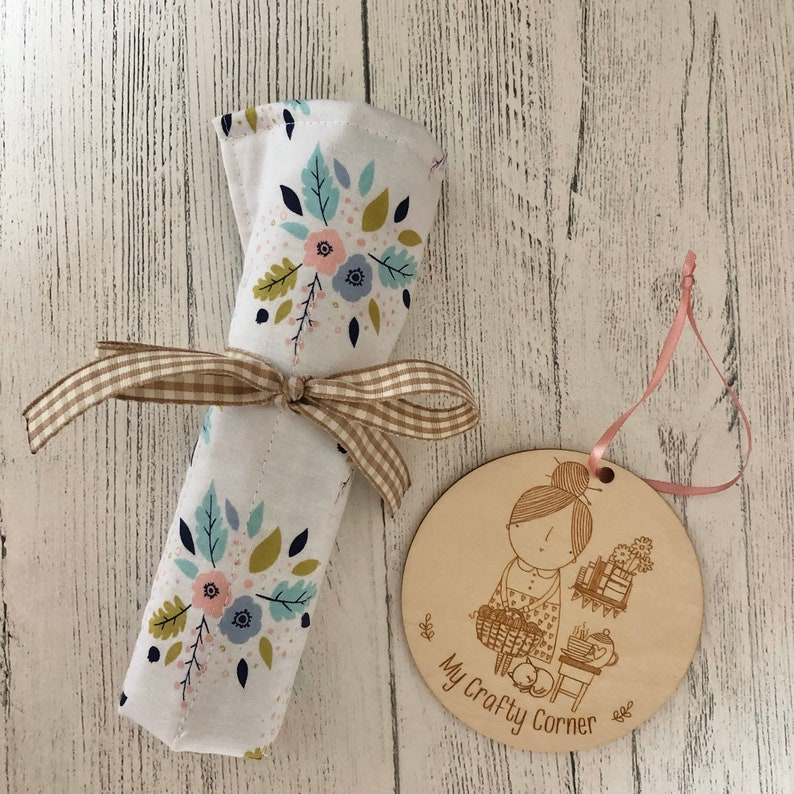 Crochet hook storage roll floral with blue ditsy lining image 0