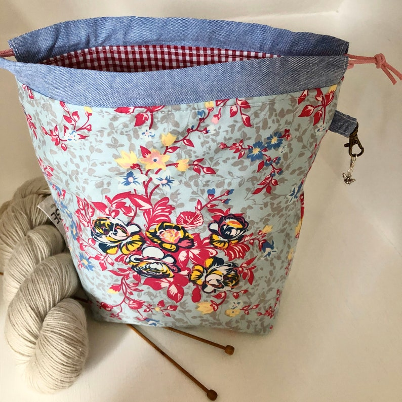 Floral blue and red gingham mini drawstring sock knitting / image 0