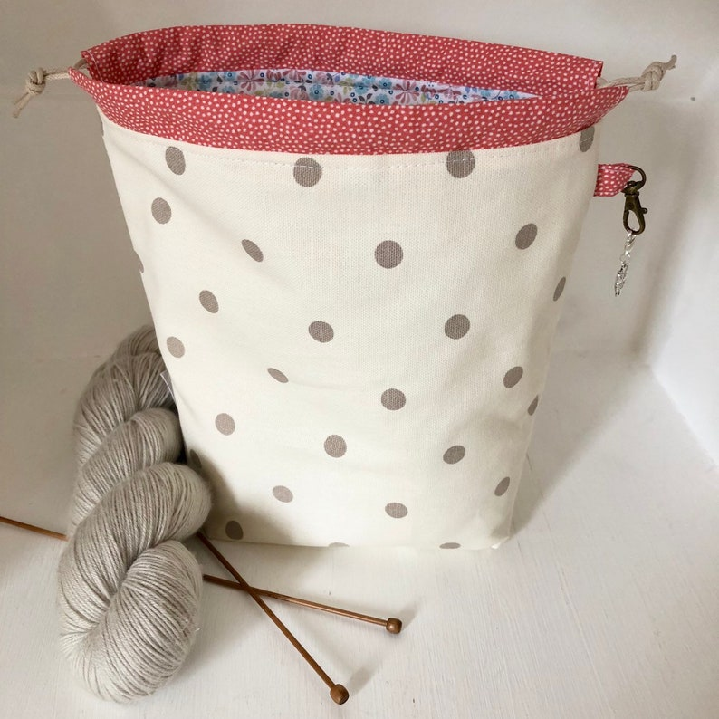 Taupe dotty floral mini drawstring sock knitting / crochet image 0
