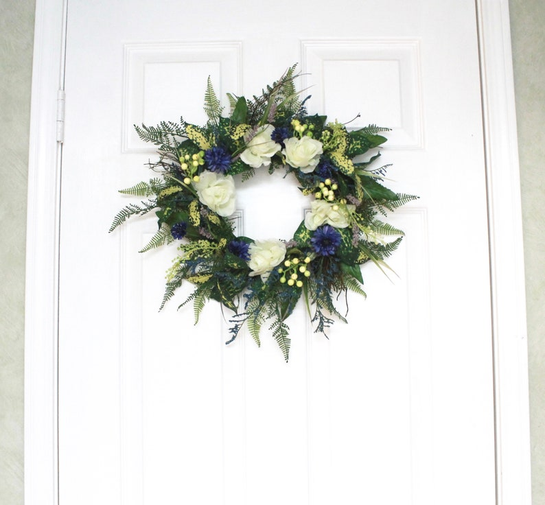 Small Silk Floral Wreath Blue /& Off-white S19-185
