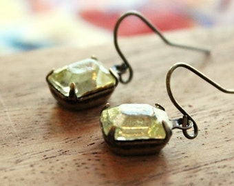vintage glass earrings - mini pale lemon