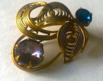 Vintage 1970s brooch -  gold tones with rhinestones