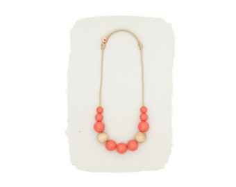 simple necklace // poppy red