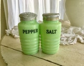 Jadeite Green Glass 1930 39 s Jeanette McGee Salt ans Pepper Shakers Set Pair Ribbed