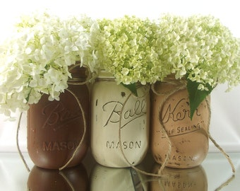 Fall Decorations // Distressed Mason Jars // Autumn Decor // Mason Jar Centerpiece // Thanksgiving Decor // Rustic Home Decor // Fall Decor