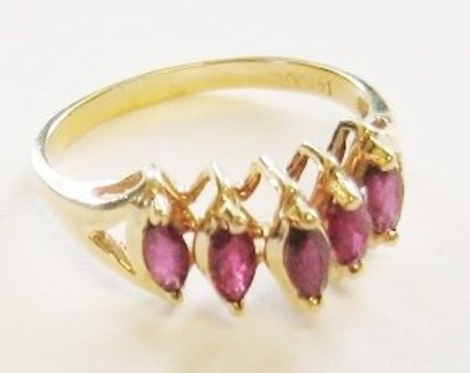 14K Solid Yellow Gold, Ladies Beautiful Garnet Ring....Size 9...  Just Sweet !