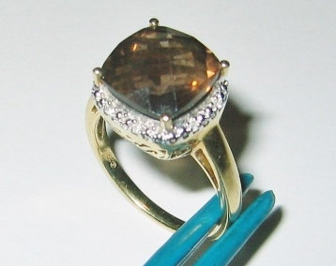 10K Solid Yellow Gold...Ladies Beautiful, Smokey Quartz & Diamond Dress Ring....Size 7.. Just Stunning !