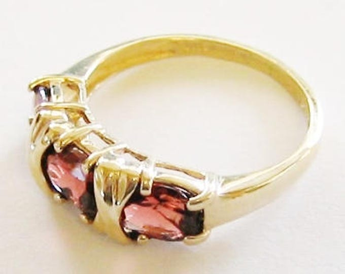 14K Solid Yellow Gold, Ladies Beautiful Garnet Ring....Size 7.5... Sweet !