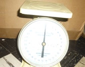 American Family Scale - 30 Lbs by Ounces -Yellow Painted Metal body Nursery Scale with white dial and glass face - zeroing dial