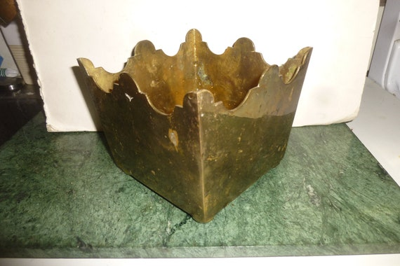Brass Champagne and Ice bucket fun and functional style in great condition perfect for bar or a mid-mod counter top container