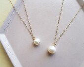 One point pearl necklace,...