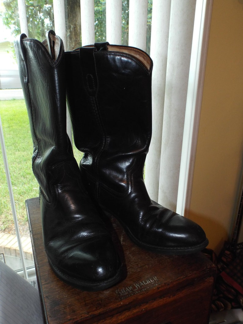 e50640f19bb Men's 90s Black Boots by Vibram Leather Western Round Toe Size 8 1/2D