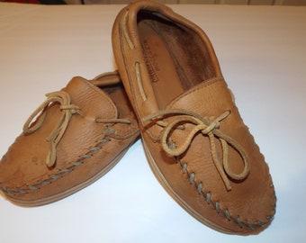 Mens Minnetonka Moccasins Size 8 Vintage Fashion Shoes Loafers